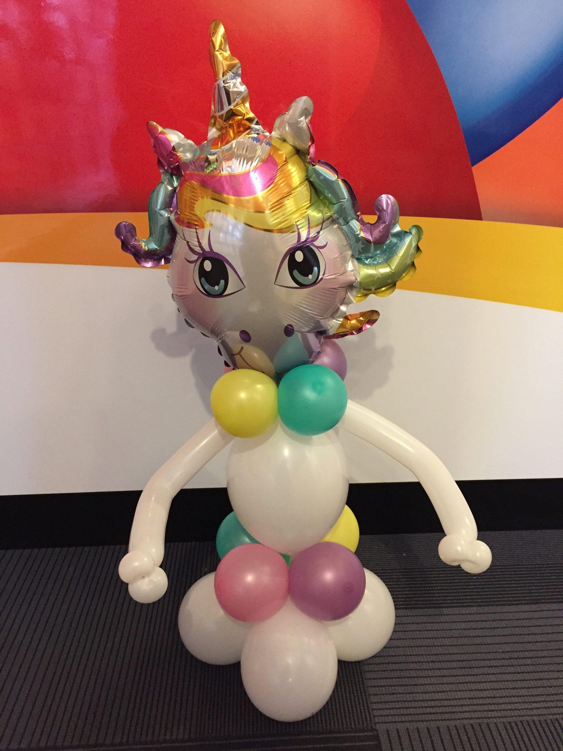 Balloon unicorn table decoration